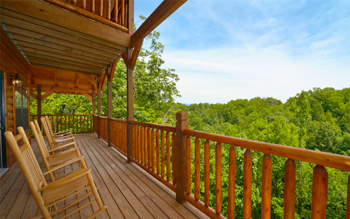 Family Cabin Deck in Pigeon Forge