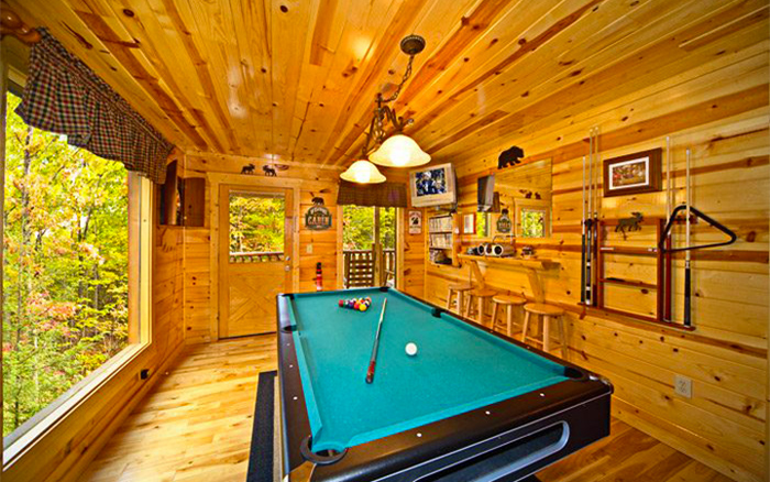 Cabin With Game Room For Rainy Weather