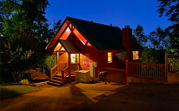 Pigeon Forge Cabin At Night