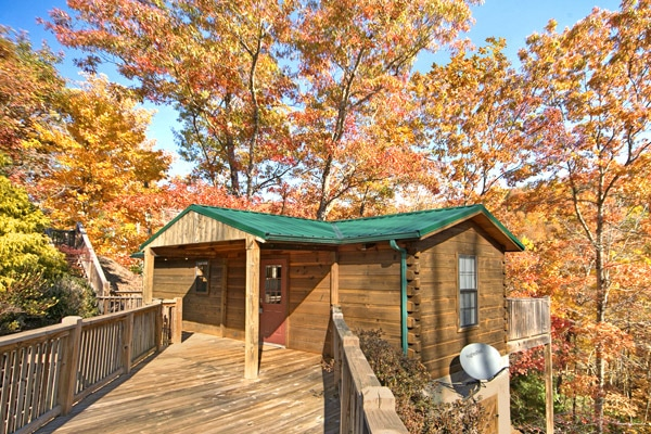 Cheap pigeon forge cabin near dollywood for Pigeon forge large cabin rentals